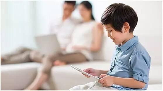 孩子爱玩手机怎么办?家长怎么解决孩子玩手机的问题