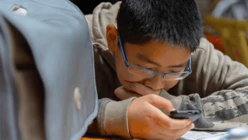 管控孩子过度玩手机的三个有效方法!