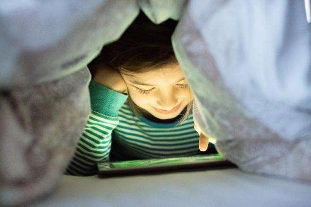 孩子玩手机成瘾怎么办?家长只需做好2件事情